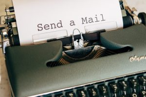 Picture of a typewriter and text: send a mail