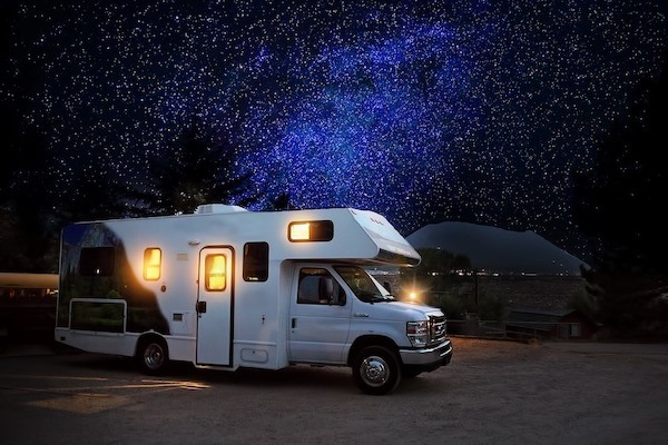 picture of a RV under the starry sky